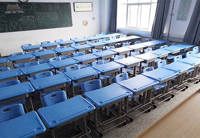 郑州大学课桌椅项目