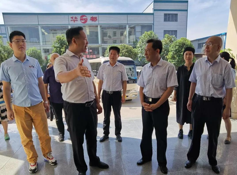 热烈欢迎郑州市副市长李喜安一行莅临河南华都集团调研指导